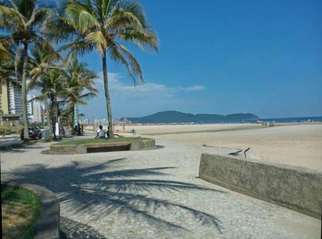 Flat vista mar Pitangueiras, excelente localização