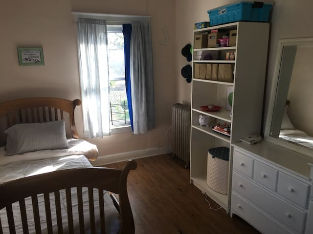 PRIVATE ROOM! No cleaning fees! 2/5 train