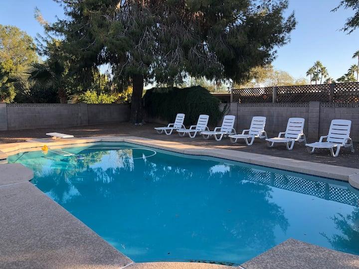 Scottsdale-Room C-Pool-Shopping-Golf-Free Brkfast
