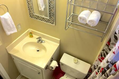 Cozy Private Nook in NE COLA 29223 - Columbia - Ház