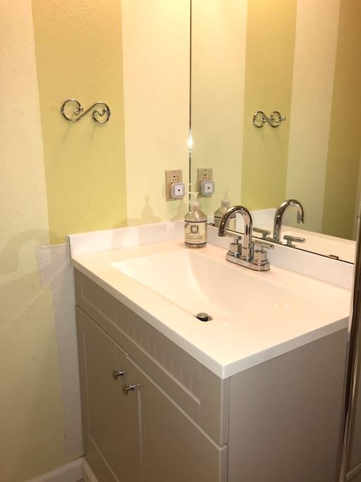 Cute updated sink!