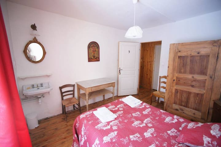 Room in a house of the XVII century - N°5 Chez Jean Pierre