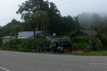 Roa Road Cottage,  Roa, Blackball