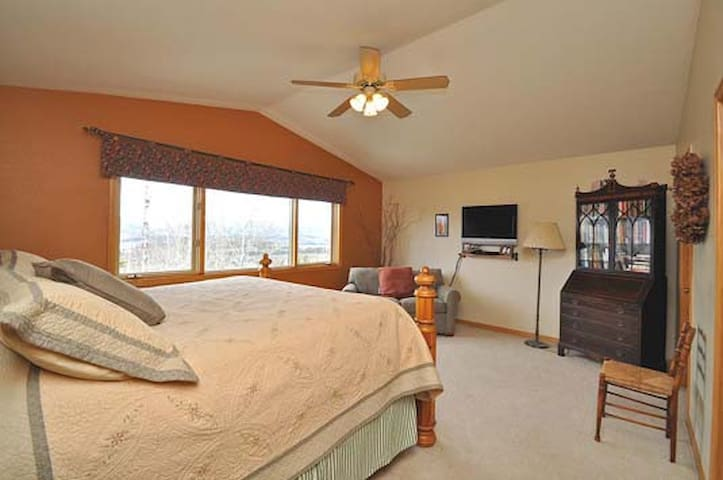 Spacious Mtn Master Bedroom - Silverthorne - Haus
