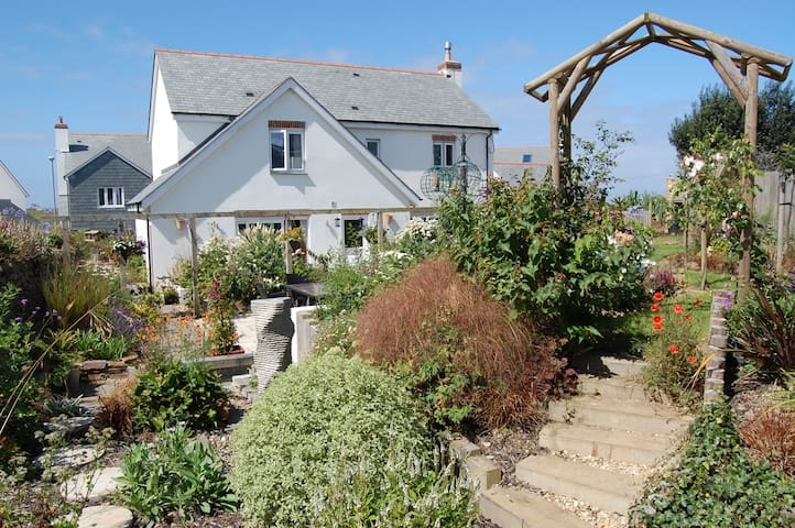 Spacious modern holiday cottage in coastal village - Cornwall - Hus