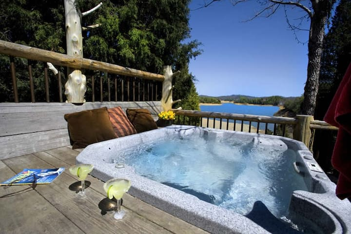 LAKEFRONT LOG CABIN WITH JACUZZI AND BOAT DOCK - Pigeon Forge - Cabana