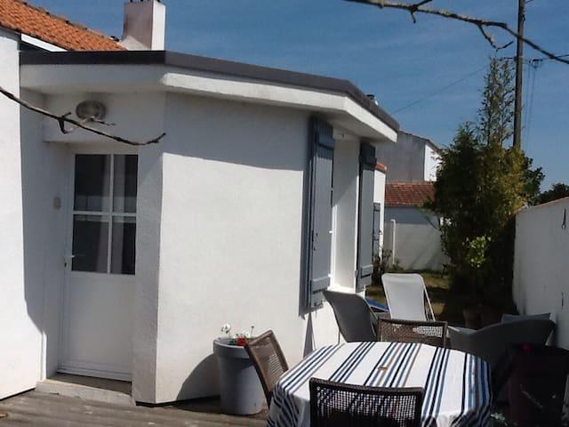 Jolie maison à 300 m de la plage - La Guérinière - 一軒家