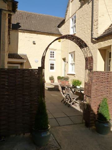 Cosy 1 Bedroom flat in Sherston
