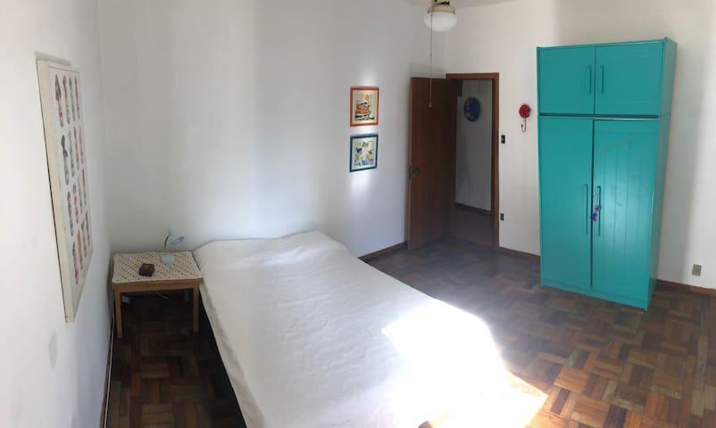 Apartamento ensolarado,  no bairro Auxiliadora
