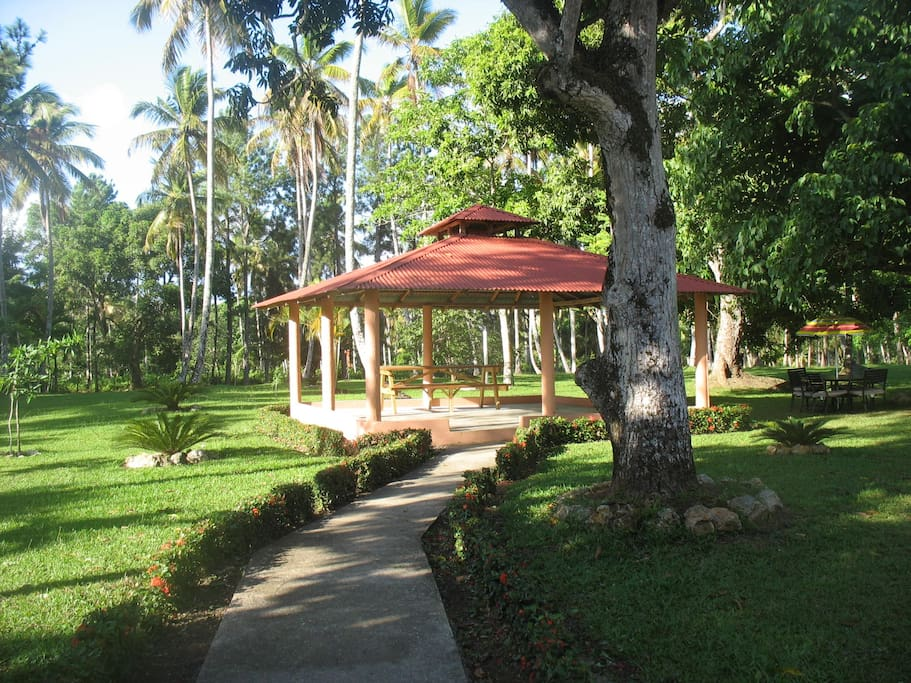 The gazebo is perfect to hold dances, reunions and to enjoy your meals outdoors.