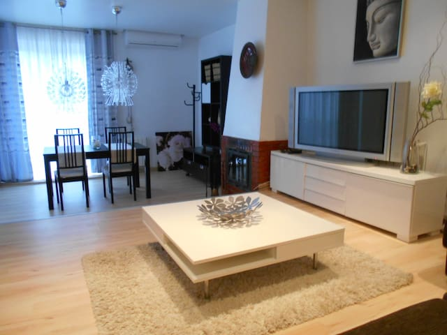 117D - HOUSE WITH SWIMMING POOL, PARKING AND WIFI - ซาลู - บ้าน