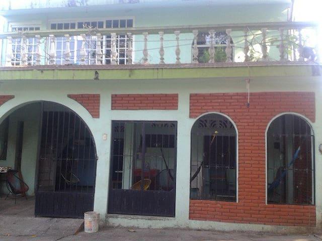 CASA GRANDE A LA VENTA EN LAZARO CARDENAS - Lázaro Cárdenas - Rumah