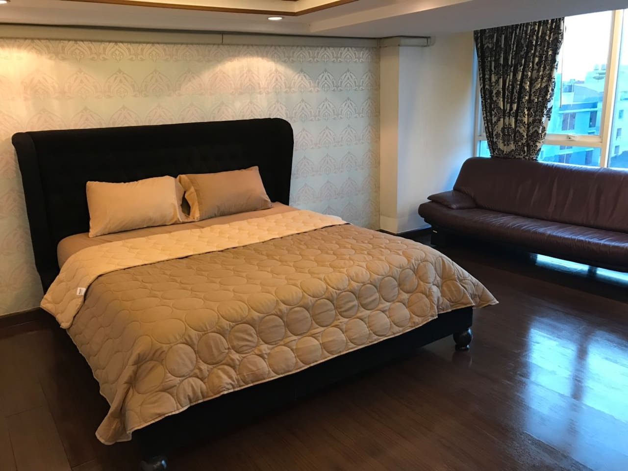 Queen size bed with sofa