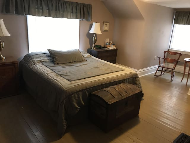 The Willow Oak Room at Acorn Ridge B&B