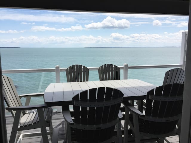 Put-in-Bay's Premier Lakefront Condo #212 (8 beds)