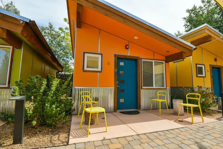 West 6 - Cozy Cabin in the heart of downtown with shared hot tub & grill