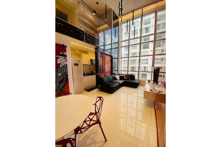 Apto de 02 suítes duplex mobiliado e decorado conforme as fotos com wifi e 2 garagens.