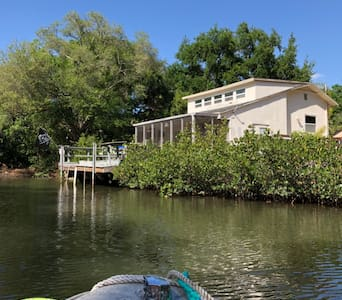 Papa's Fishing Cabin Loft with Kayaks