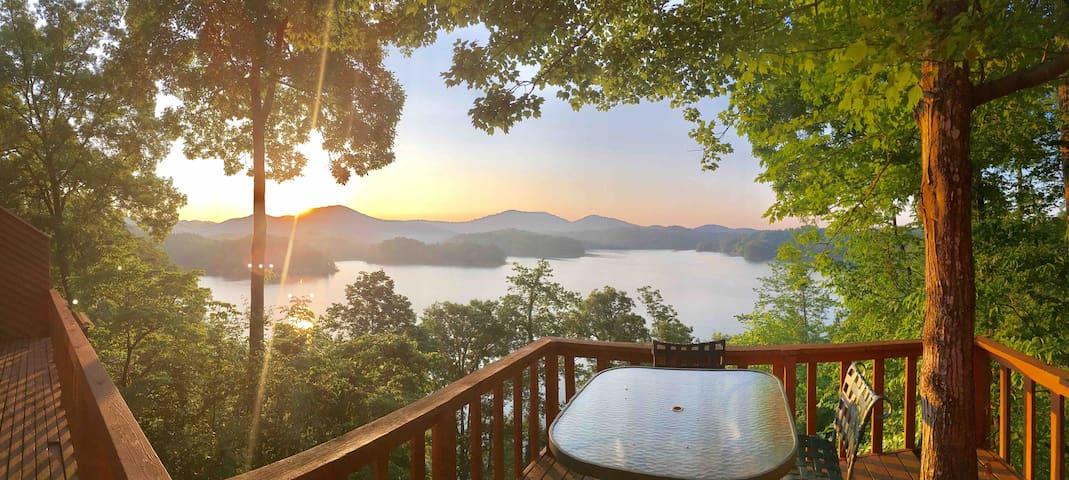 Lake Front View on the Smokey Mountains /Sleeps 7
