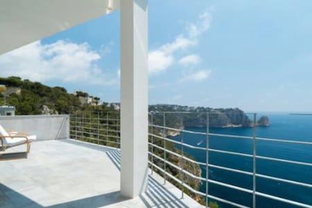Villa exclusiva delante del mar