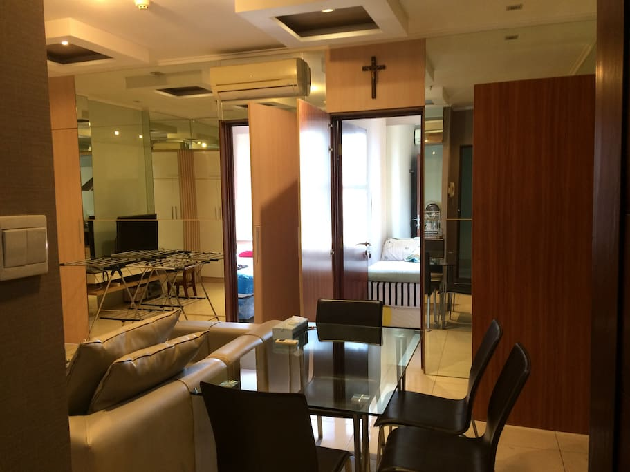 64 sqm , dining room with big screen cable and wifi