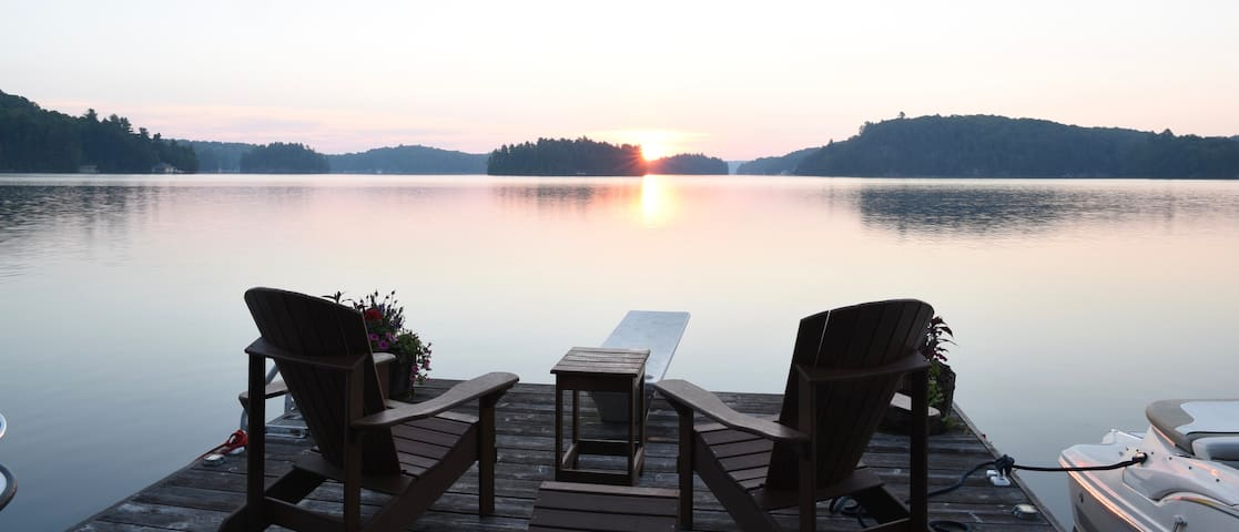 Lake Rosseau: Beautiful Morgan Bay Sunrise Cottage - Rosseau - Hus