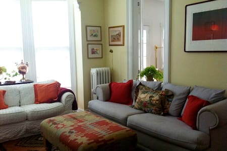 Charming home for less than a hotel suite - Greenport - House