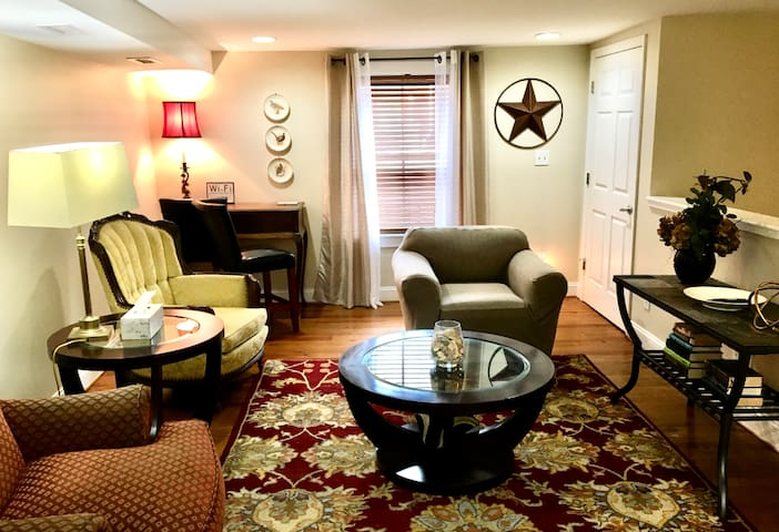 Awesome Apartment II - Downtown New Bern
