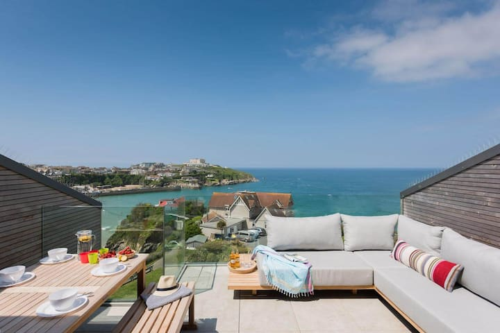 Beachfront Townhouse with Stunning Sea Views, Newquay