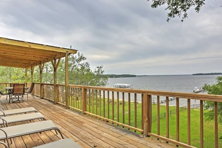 Waterfront 3BR Lillian House - Lillian