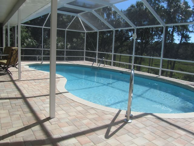 Family Fun / Gulf House Close to Orlando with Dock