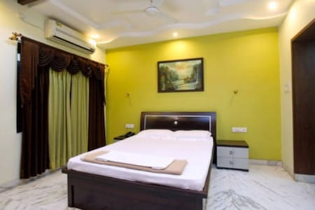 Cozy Room in Elite area of Nagpur.