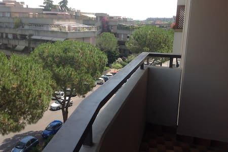 2 bedroom Appartment with nice Balcony, EUR, Rome - ローマ