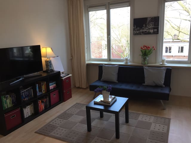 Cozy Sunny Apartment Amsterdam Forest w/ Balcony - Amsterdam - Appartement