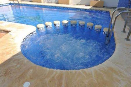 New 4 bedrooms villa with private pool and jacuzzi - Torrevieja