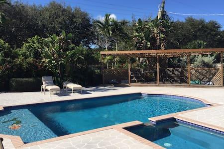 5 star 4/2 w/ pool & backyard oasis - Tequesta - Hus