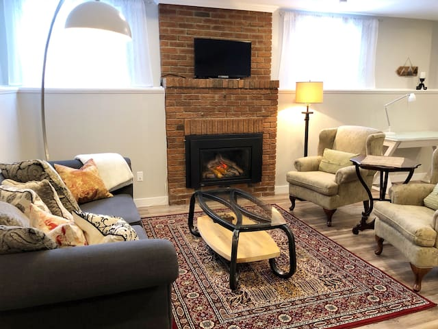 Cosy up in the inviting living space with gas fireplace!