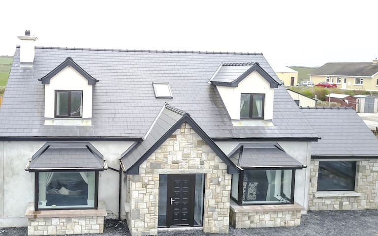 Modern home beside beach and golf - Enniscrone - Casa