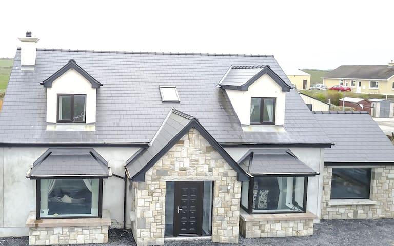Modern home beside beach and golf - Enniscrone - Dom