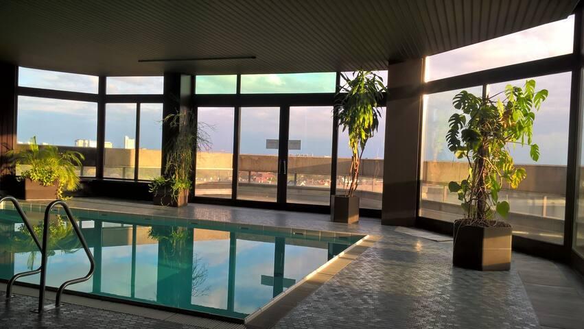 ruhiges, sonnige Wohnung(3) mit Schwimmbad & Sauna - Múnich - Apto. en complejo residencial