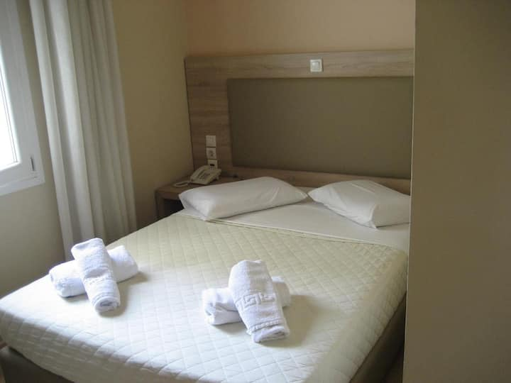 Budget Double Hotel Room in the heart of Athens