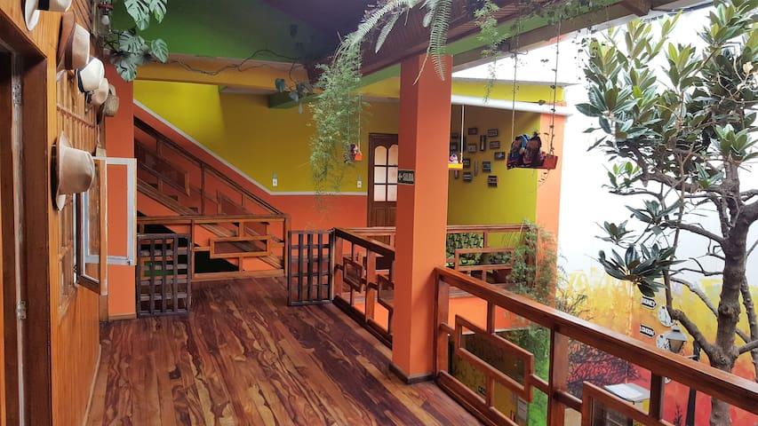 Habitacion doble en casa colonial del centro histo - Cuenca - Hostel