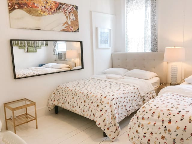 SUPERCUTE BEDROOM💖 2 DOUBLE BEDS PRIVATE BATHROOM
