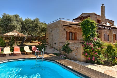 Io Villa with private pool and panoramic view - Xirokampi
