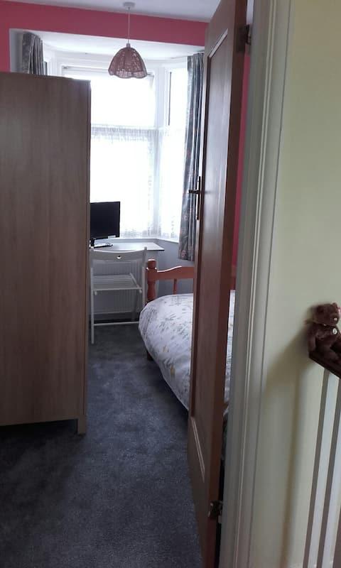 Bright Single Room, Ruislip area