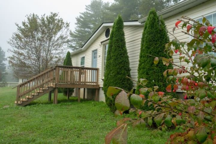 NEW! 2 Minutes from Pisgah National Forest!