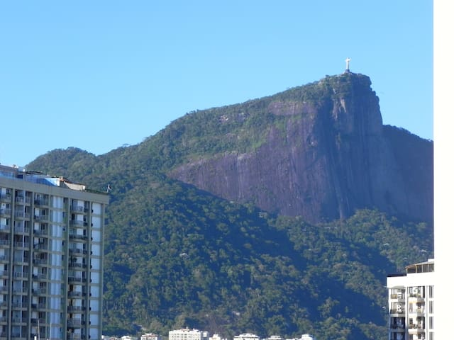 Vista varanda com Cristo Redentor (View from balcony)
