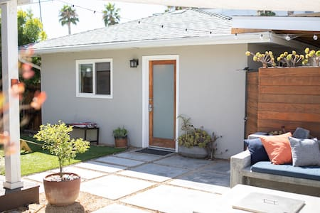 Modern Culver City Guest House