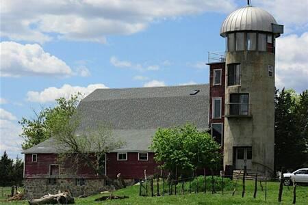 The Silo - A rustic farmstay