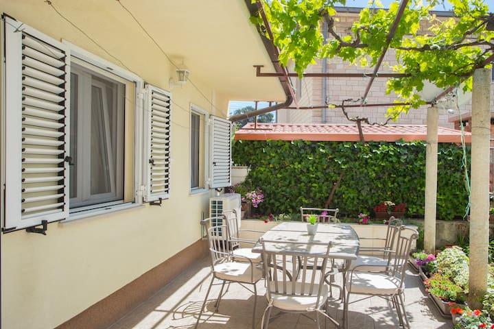 Apartment Christina, charming garden, centre Split